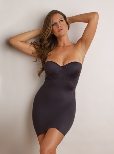 Fond de robe noir gainant forme bustier armaturé  - Real Smooth